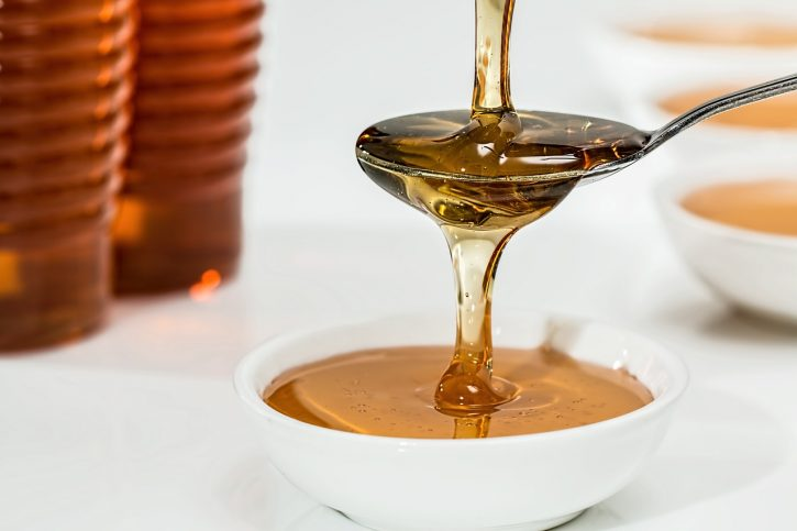 chữa da bị ngứa và mụn bằng mật ong