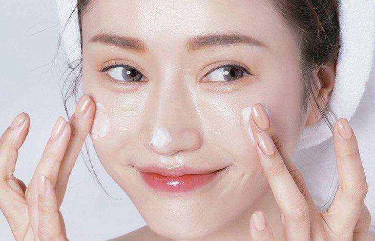 bôii kem dưỡng da mặt